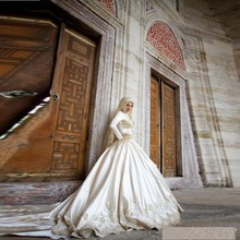 Gorgeous Wedding Dress Muslim With Hijab Veil Ivory Long Sleeve Appliques Bridals Gown Court Train Casamento