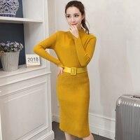 Трикотажное платье с эффектными разрезами