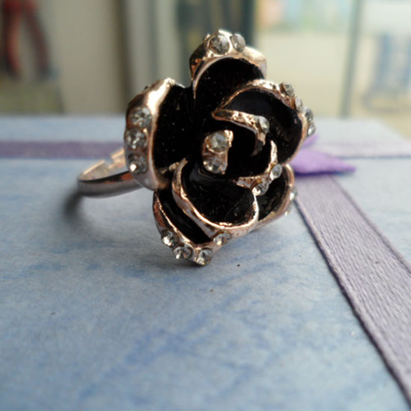 Hot Sale 2016 New Arrival Black Rose Flower Cute Female Ring With Rhinestones For Woman Jewelry Gift in Rings from Jewelry Accessories