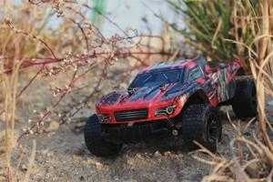 Image 4 - New 1:18 RC Car 2812 2.4G 20KM/H High Speed Racing Car Climbing Remote Control