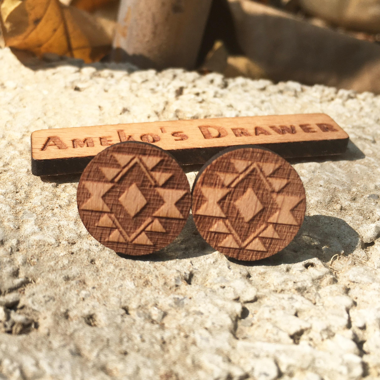 Navajo Native American Tribal Inspirerad Wood Studs Laser Cut Wood Örhängen X 1 Par