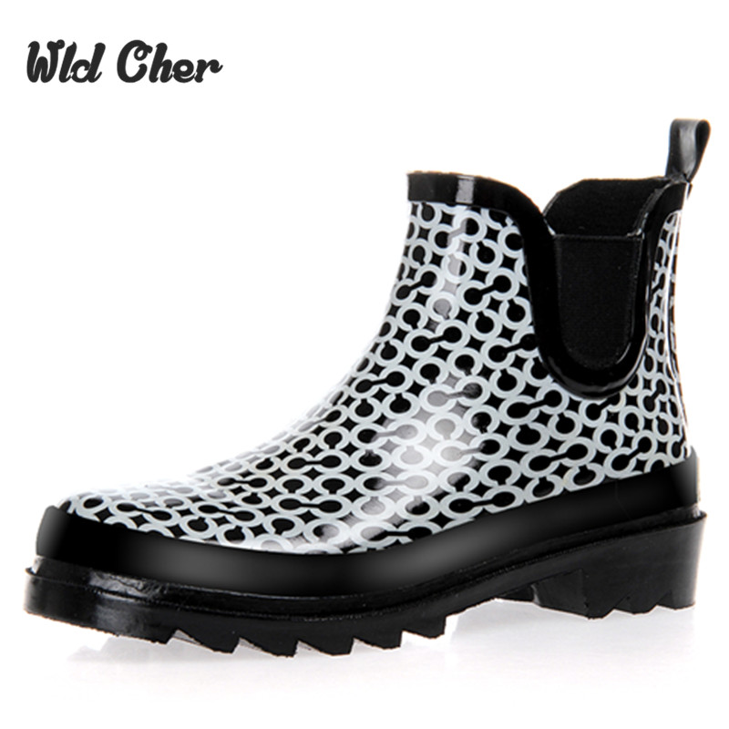 Catching Rain Boots 2017 Waterproof Fashion Jelly Women Ankle Rubber Boot Elastic Band Solid Color Rainday Women Shoes hellozebra women rain boots waterproof fashion rubber elastic band solid color raining day shoes low heel 2017 autumn new href