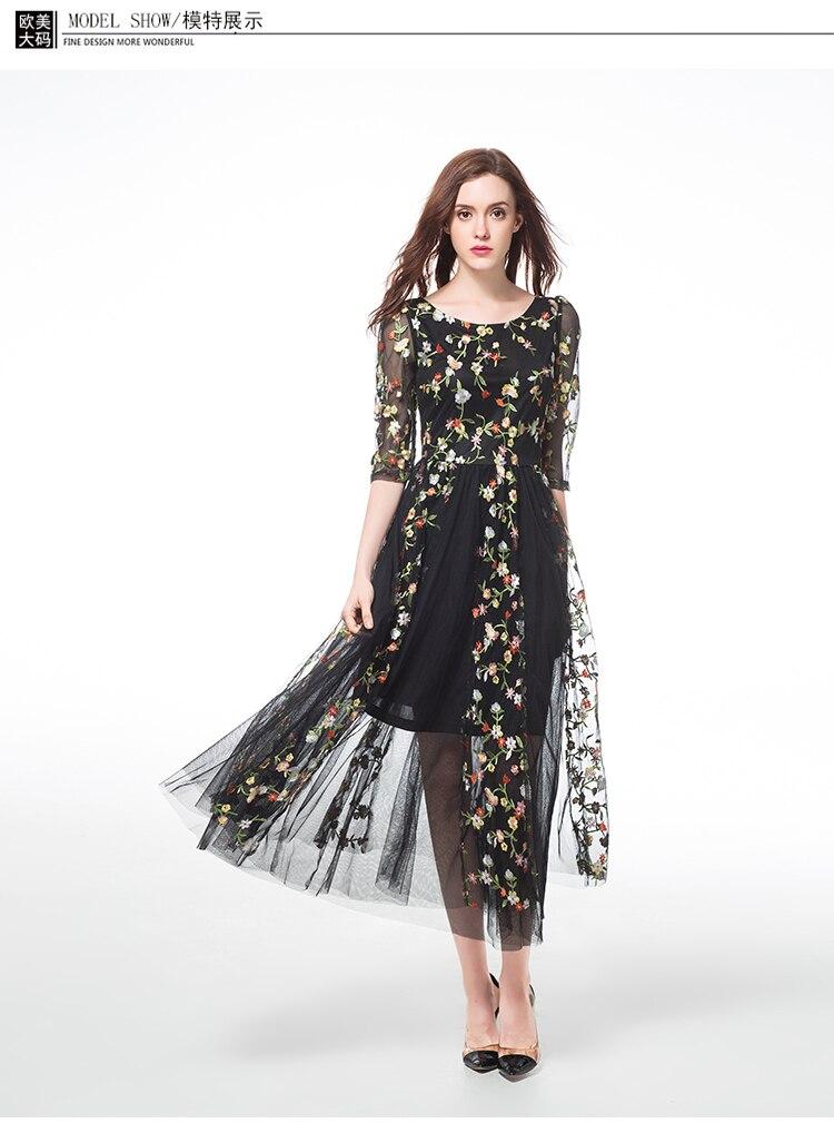 Charmante robe longue en mousseline de soie avec motifs