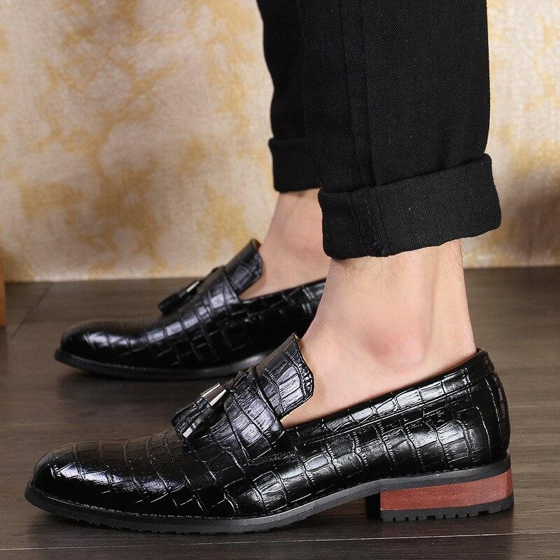 2018 Fashion Crocodile Pattern Leather Slip On Men Formal Shoes Comfortable Tassel Wedding Party Banquet Dress