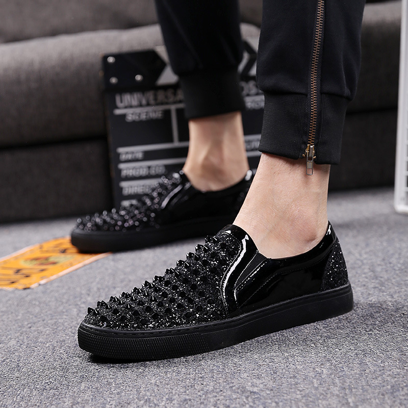 Luxury Brand Men Loafers Black Diamond Rhinestones Spikes Men Shoes Rivets Casual Flats Sneakers Wholesale