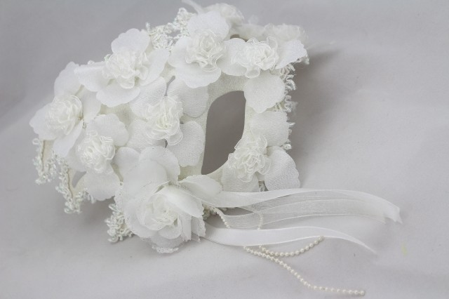 Venice masquerade mask Halloween Horror simulation mask Lace White princess mask men and women mask in Party Masks from Home Garden