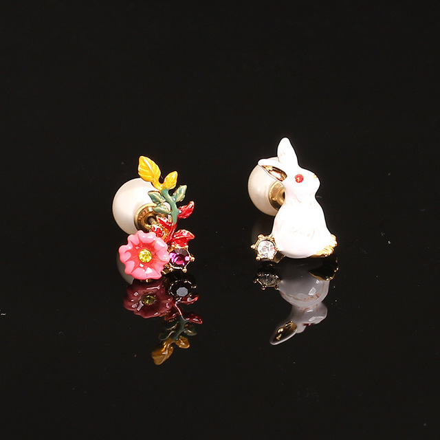 French Les Nereide White Rabbit Flowers Asymmetric Pearls Stud Earring For Lady Luxurious Party Accessories Good Quality