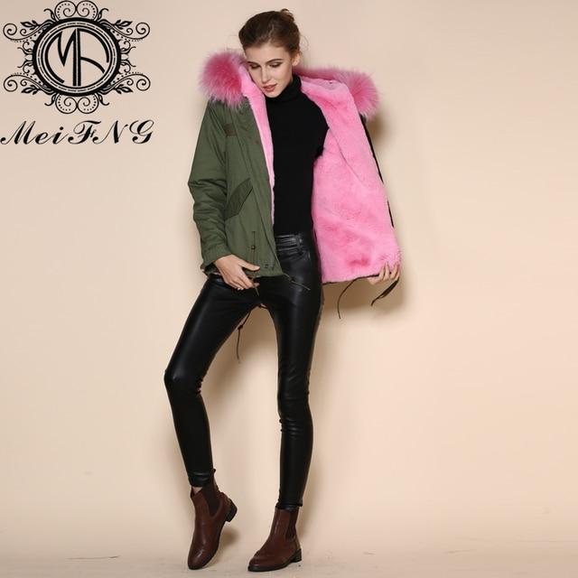 Bouton pression en fer parka en fourrure courte doublure rose manteau à capuche femmes vestes en fausse fourrure