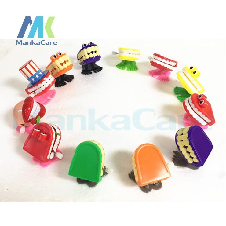 100 Pcs Engraçado Vibração Salto Curta Forma Dentes Dente Brinquedos Clockwork Toy Mini Crianças Animal Natal Presentes Brinquedos de Vento de Até