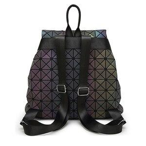 Image 3 - Femmes géométrique sac à dos lumineux femme sac de soirée diamant paillettes PU Laser sac à dos dame décontracté Plaid Bao Mochila BP0232