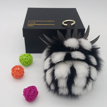 Luxury Fluffy Big 15cm Fox Fur Ball Pompom Keychain Leather Pineapple Key Chains Women Bag Charm Pendant Fur Pompon Key Ring недорого