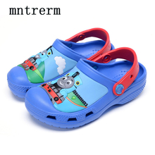 2017 The New For The Summer Hot Sale Kids Mules And Clogs Thomas Hole With Slippers Sandals Cartoon Pattern Protect Toes Shoes
