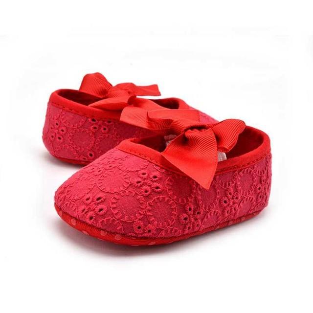 Primeros Caminante Del Bebé Zapatos de Las Muchachas 2017 Nueva Primavera de La Moda Arco de Tela de Algodón Recién Nacido de La Muchacha Zapatos de la Princesa Inferior Suave Niño Suela