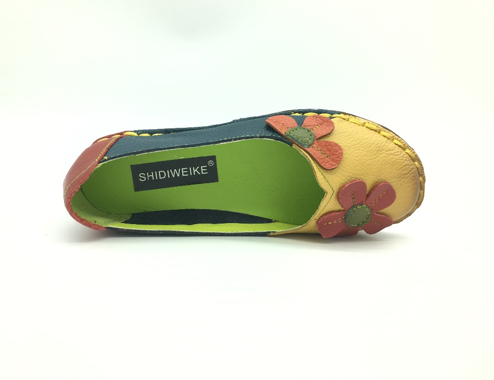 b2427d3634 US $15.74 50% OFF|SHIDIWEIKE Autumn Fashion Flower Design Round Toe Mix  Color Flat Shoes Vintage Genuine Leather Women Flats Girl Loafer M141-in ...