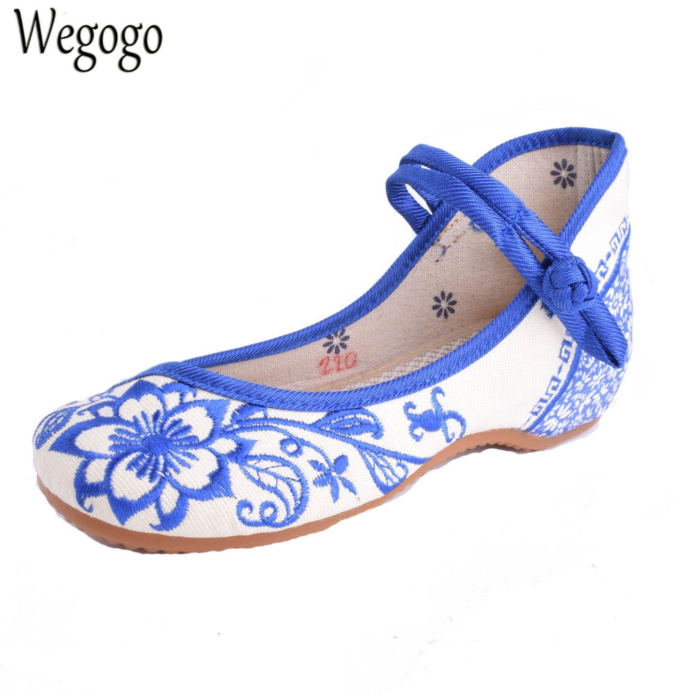 Plus Size 41 Chinese Women's Shoes Blue And White Flats Casual Embroidery Shoes Mary Janes Soft Sole Cloth Walking Shoes a three dimensional embroidery of flowers trees and fruits chinese embroidery handmade art design book