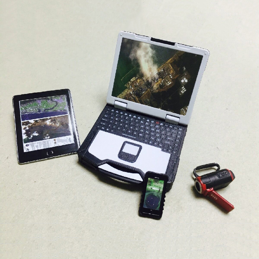 "FIG-IPAD 1//12 scale diecast metal miniature iPad for 6/"" ~ 8/"" action figures"
