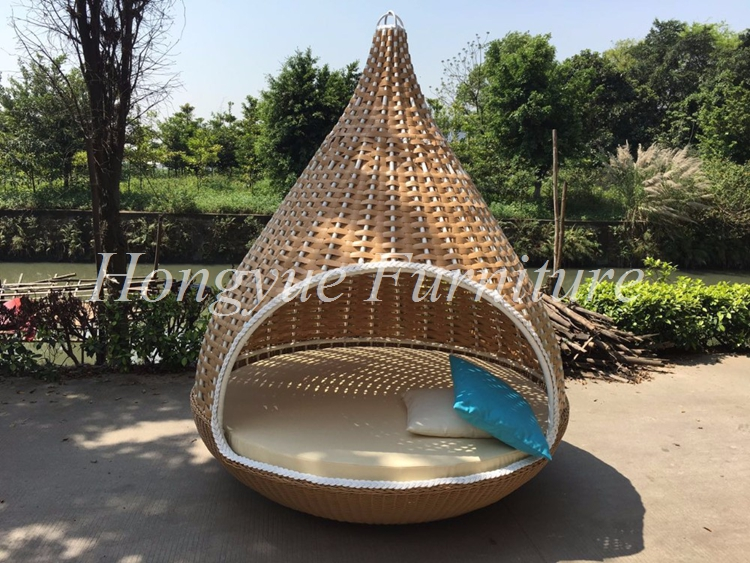 Outdoor Use Rattan Nest Hammock With Cushions And Pillows