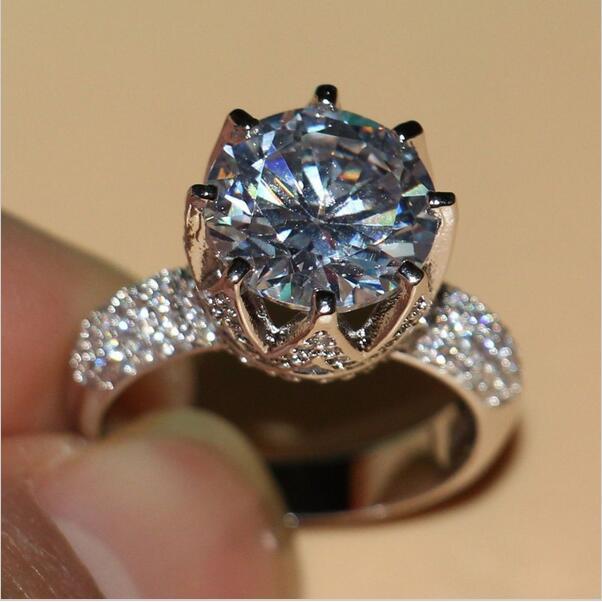 Luxus Schmuck 8ct Solitaire Luxus 925 Silber Großen Weißen 5A CZ simulierte steinen Hochzeit Band Crown Ring Für Liebhaber geschenk Größe 5-11