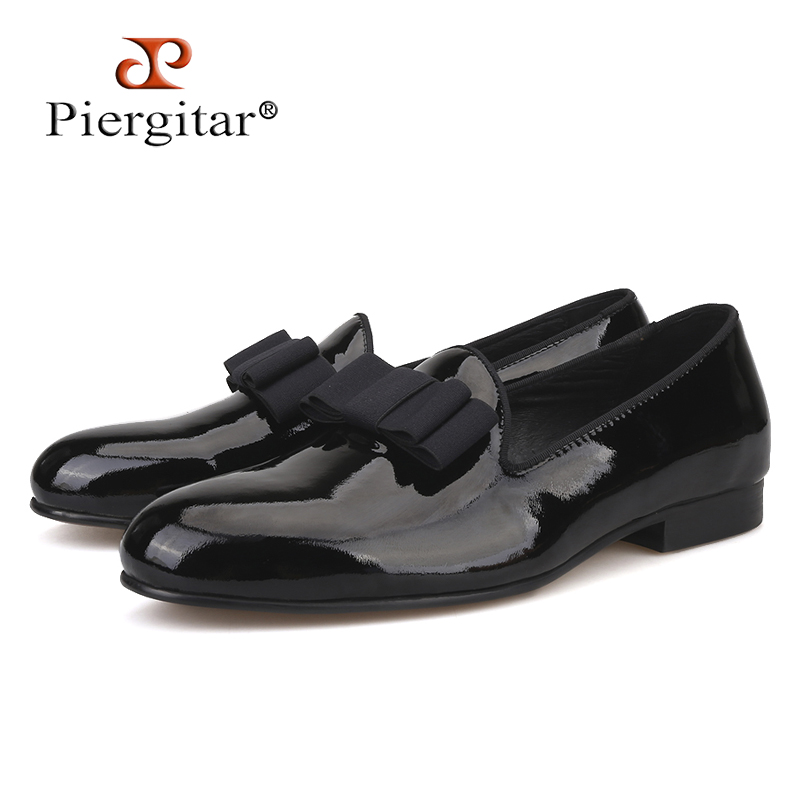 цены Piergitar 2018 new black patent leather men handmade loafers with black bowtie Fashion Banquet and prom men dress shoes