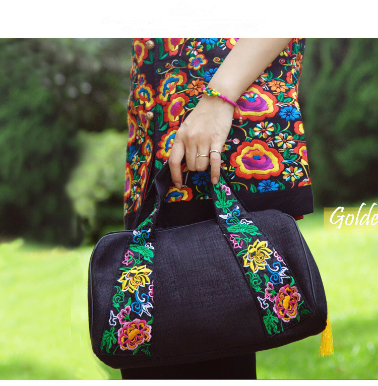 2017 New Embroidery Handbags!Hot Floral embroidery women Top-handle bags Top fashion Shopping canvas Lady National Totes Carrier