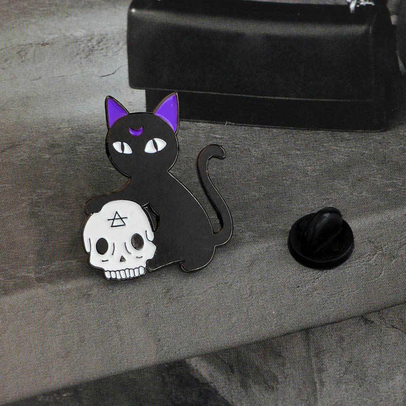 Bad Witch aguja bola de cristal hecho a mano gato negro cráneo Retro broche del pines esmaltados insignia Joyería de Halloween de vaquero decorativo