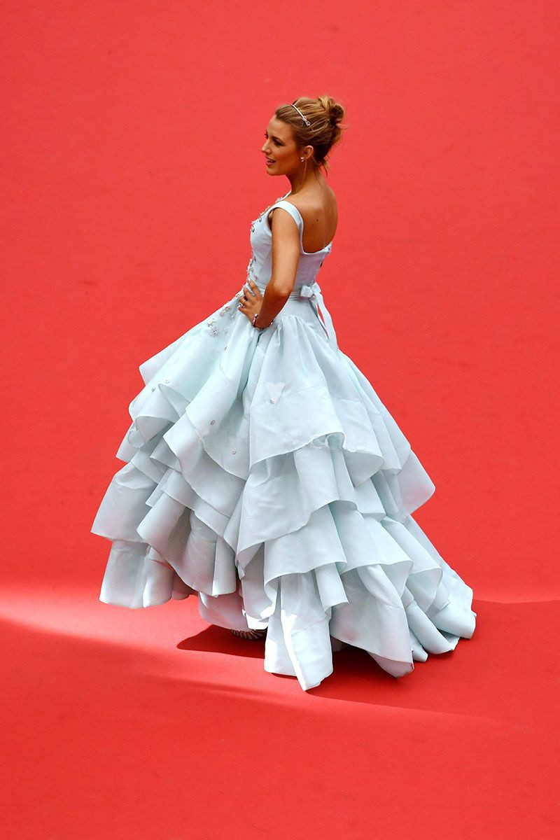 baby-blue-tiered-ruffled-ball-gown-celebrity-prom-dress-3