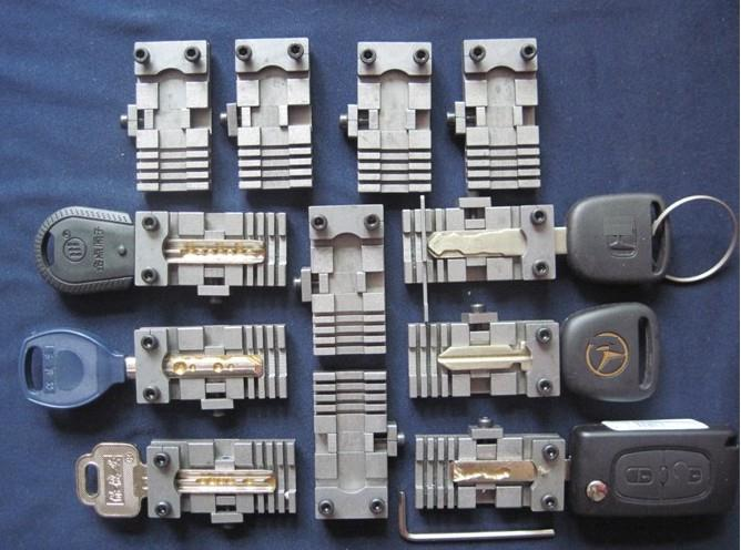 ユニバーサルカーキークランプフィクスチャーフォルダークリップすべてのキーカッティングコピー複製機部品鍵屋ツール2ピース/ロット
