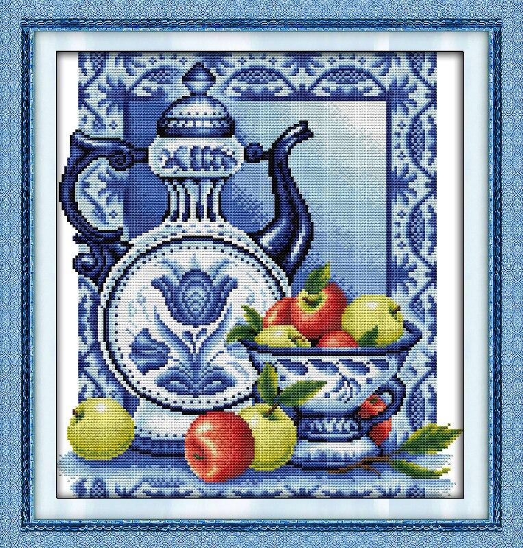 Бело голубая вышивка крестом