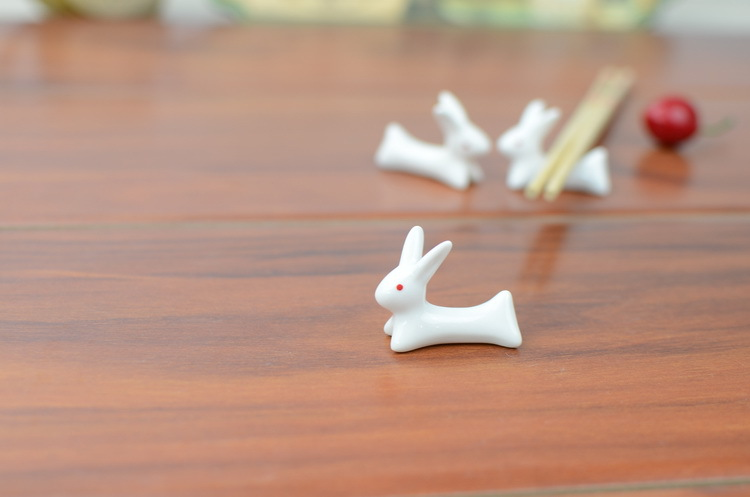Wholesale 200pcs Cute Ceramic Ware Rabbit Chopsticks Holder Rack Spoon Fork Holder Free Shipping