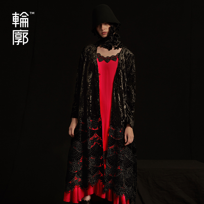 Outline Autumn And Winter New Velvet Hook Hollowing Out Long Black   Trench   Coat For Women Embroidery Full Sleeves Coat L183Y011