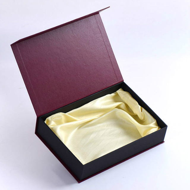 Custom Hair Extension Packaging Box With Satin Bx 2426 In Gift Bags