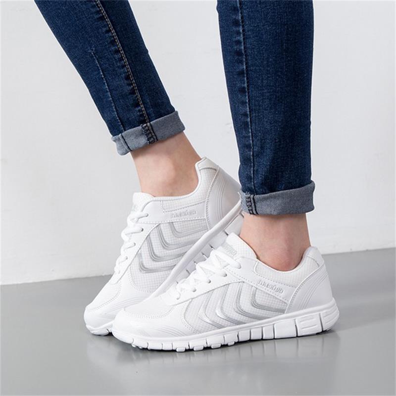 купить Summer Outdoor Walking Shoes Women Sneakers Breathable Flat Mesh Vulcanize Shoes Fashion Comfortable Women Casual Shoes DDT103 недорого