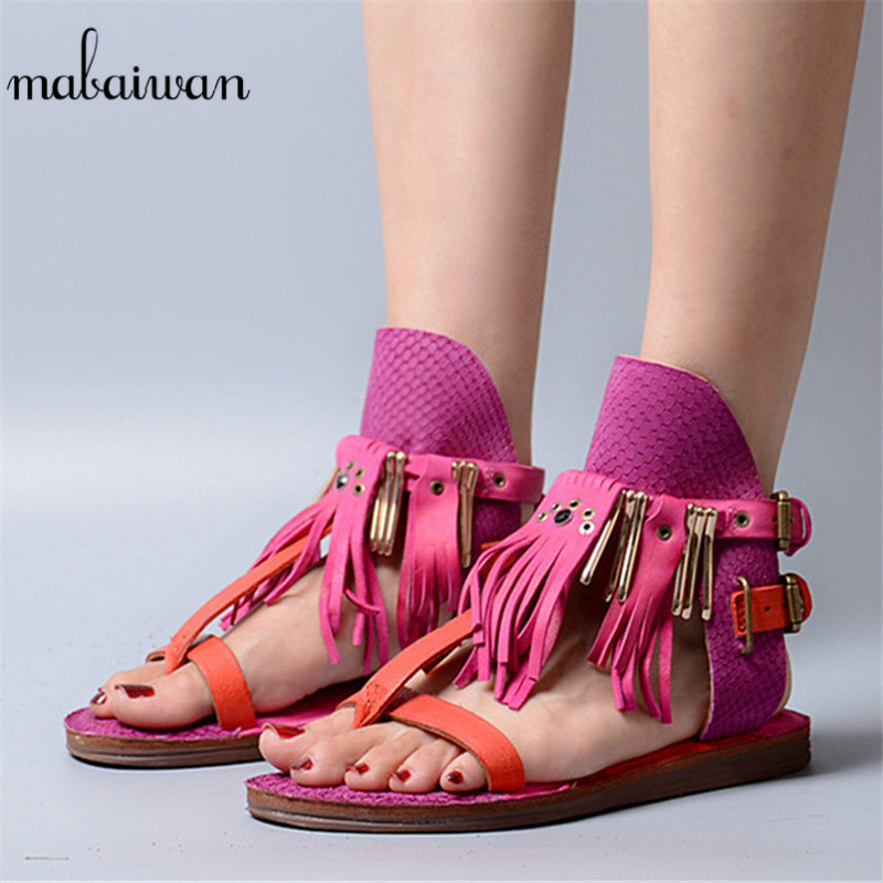 цена Mabaiwan Red Tassels Women Summer Beach Shoes Gladiator Sandals Flip Flops Fringed Rivet Shoes Woman Buckle Casual Leather Flats