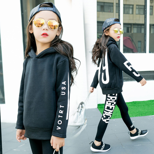 Roupas Meninas Outono das crianças Letras de Lã Coreano Pulôveres de Lã Crianças Quente Com Capuz Crianças Camisetas Roupas de Algodão Preto