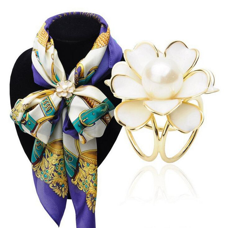 BS045 2018 New Best Deal Fashion Good Quality Tricyclic Camellias Imitation Pearl Scarf Holder Scarf Brooch