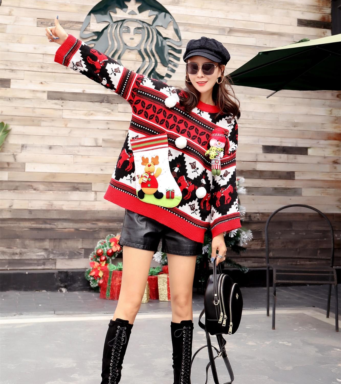 Kolorowy damski sweter świąteczny z aksamitną skarpetą w formie schowku 2