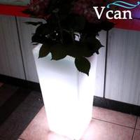 Barato Cuadrado tamaño grande Batería grande recargable rgb impermeable control remoto LED maceta de flores VC F4055