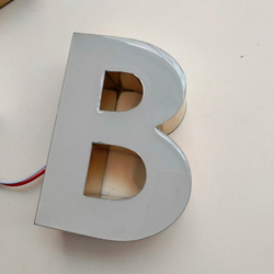 Na świeżym powietrzu 3D żywica epoksydowa doprowadziły oświetlony znak świeci liter przestrzennych