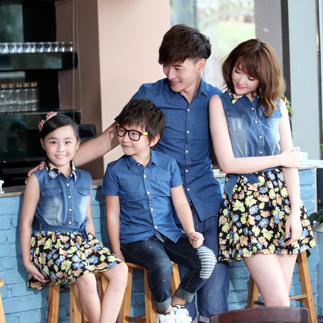 2017 familia mirada de la muchacha y vestido de la madre de padre y madre hija hijo ropa a juego camisa ropa madre e hija vestido