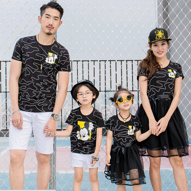 855c3c2d57f7d 2017 Fashion Family Set Cotton Tops+Mesh Bottom Mother Daughter Dresses  Clothes Dad Son O