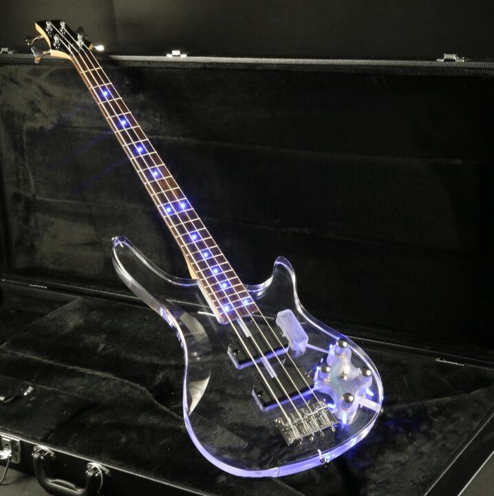 4 cordes Acrylique Corps Électrique Basse Guitare Cristal Guitare Bleu LED Lumière Frettes Basse Livraison Gratuite Bonne Qualité