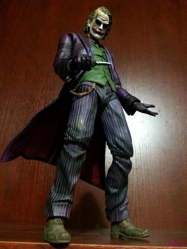 PLAY ARTS KAI Batman The Dark Knight The Joker PVC Action Figure Collectible Model Toy playarts kai batman arkham knight batman blue limited ver superhero pvc action figure collectible model boy s favorite toy 28cm