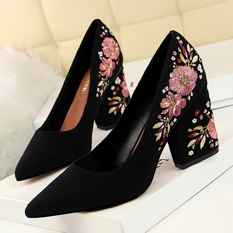 Flower Embroider Women High Heel Shoes 2019 Spring Women Pumps Fashion Women Wedding Shoes Black Women Office Shoe Sexy Stiletto