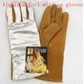 New2016 TIG MIG soldadura guantes de trabajo de piel de vaca de papel de aluminio de aislamiento contra incendios resistentes a altas temperaturas 300-500 grados guante