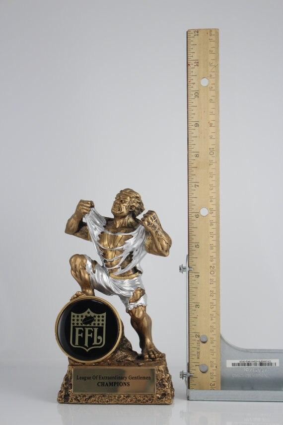 92482933576b5 Fantasy Football Monster trofeo grabado libre 6.8 pulgadas (17 cm) en  Souvenirs Deportivos de Deportes y ocio en AliExpress.com