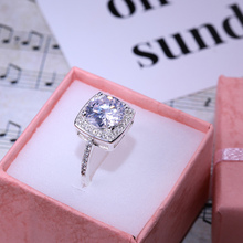 Huitan Trendy Classic Wedding Ring With Solitare Round Cubic Zircon Prong Setting High Quality Silver Plated Drop Ship Allowed