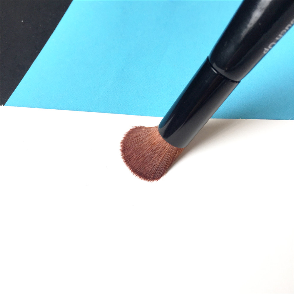 Full Coverage Face & Touch-up Brush _4