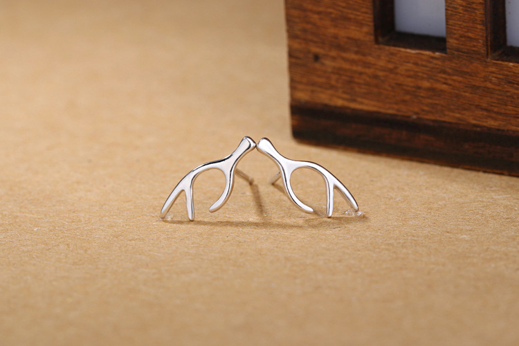 1 Pair Fashion New Arrival Reindeer Deer Horn Antler Stud Earrings For Women Girl Piercing Silver Chritmas Gift Animal Jewelry