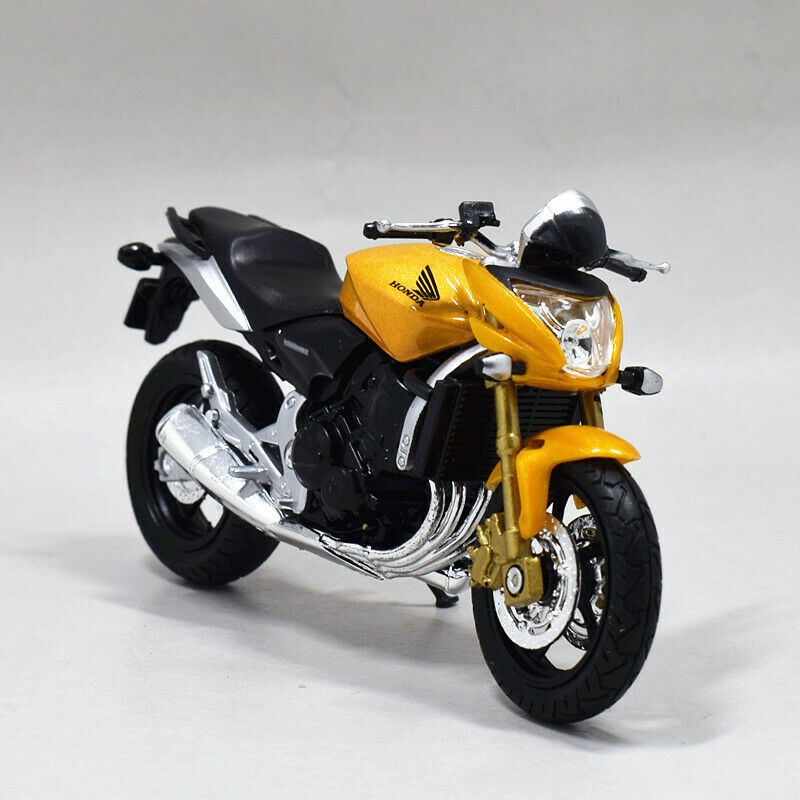 New /& Sealed 1//18 Motorbikes Silver Honda Silver Wing