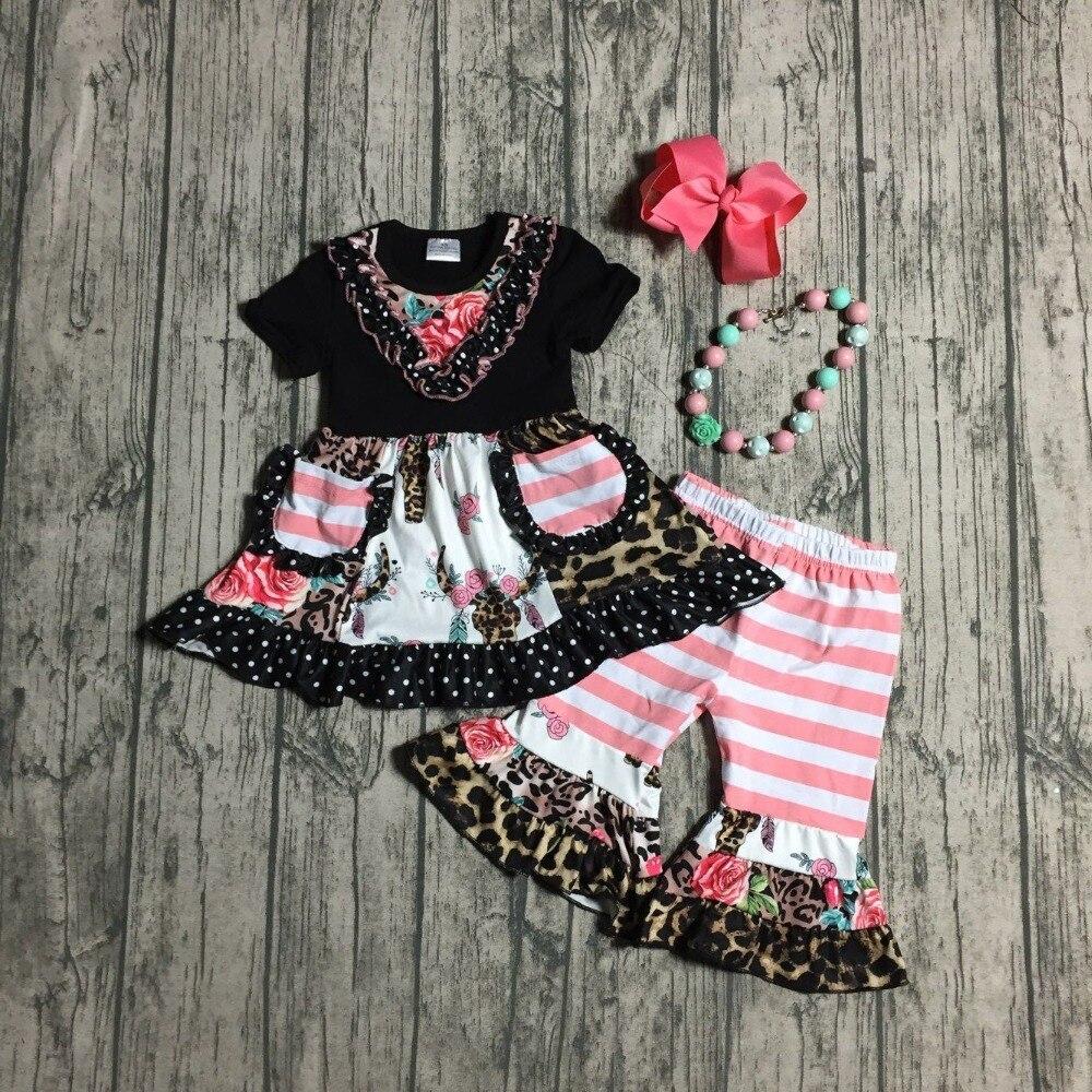 Bebé niñas trajes de verano de las niñas top negro con coral rayas capri pantalones leopardo ropa de boutique conjuntos con accesorios